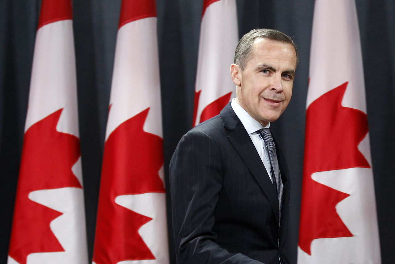 Bank of Canada Governor Mark Carney arrives at a news conference in Ottawa November 26, 2012. Canadian central bank chief Mark Carney will take over the reins as Governor of the Bank of England next year, British finance minister George Osborne told parliament on Monday, announcing a surprise choice to replace outgoing Bank of England Governor Mervyn King. REUTERS/Chris Wattie (CANADA - Tags: BUSINESS POLITICS)