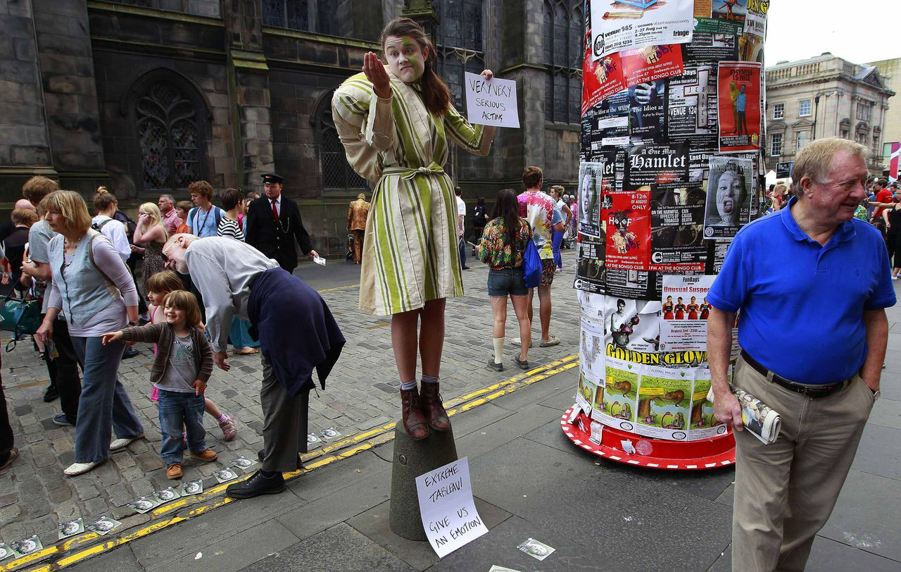 An actress from the Fat Git Theatre performs in the Royal Mile during the Edinburgh Festival Fringe in Edinburgh, Scotland August 10, 2012. REUTERS/David Moir (BRITAIN -Tags: - Tags: ENTERTAINMENT SOCIETY)
