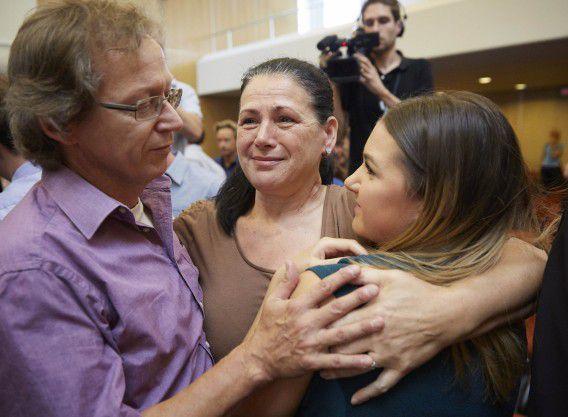 Nabestaanden van Rizo Mustafic reageren blij na de uitspraak van de Hoge Raad afgelopen najaar.