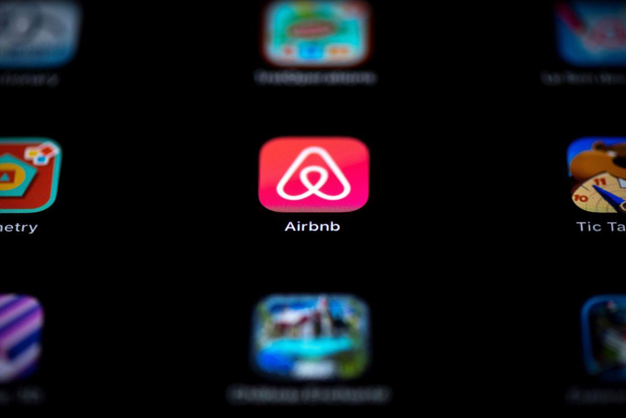 De beursgang van verhuursite Airbnb moet komend jaar de klapper worden voor beleggers, al wordt het aandeel waarschijnlijk niet vrij verhandelbaar. Foto Lionel Bonaventure/AFP
