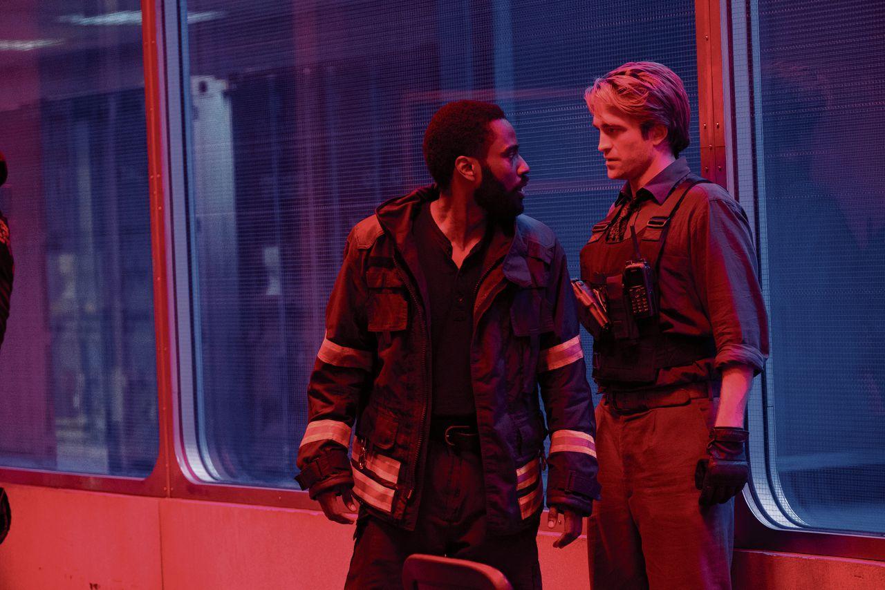 John David Washington en Robert Pattinson moeten via tijdinversie proberen een nieuwe wereldoorlog te voorkomen, in 'Tenet'.