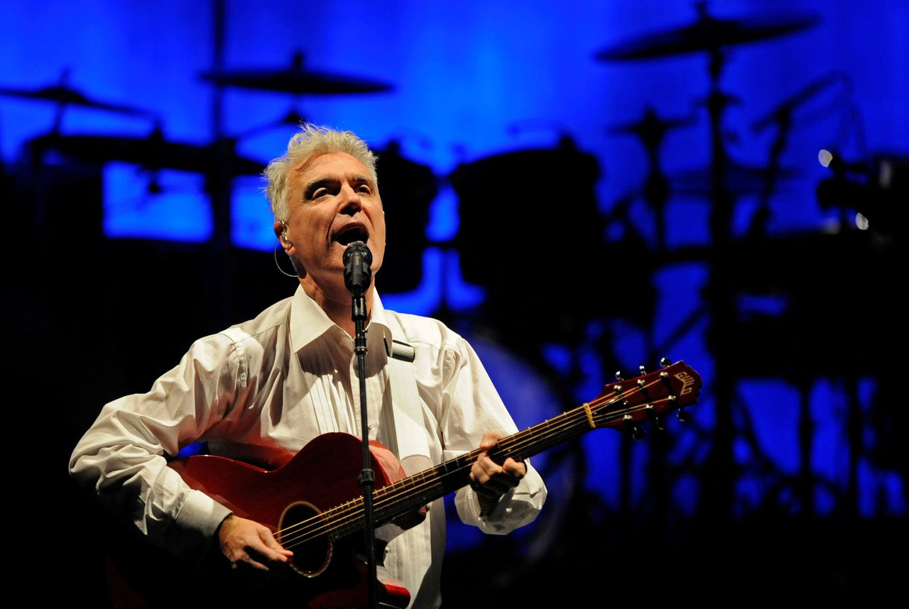 British musician David Byrne performs on stage during a concert on March 9, 2009 in Duesseldorf, western Germany. AFP PHOTO DDP/CLEMENS BILAN GERMANY OUT