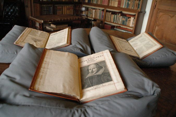 De driedelige First Folio in Mount Stuart House in Schotland.