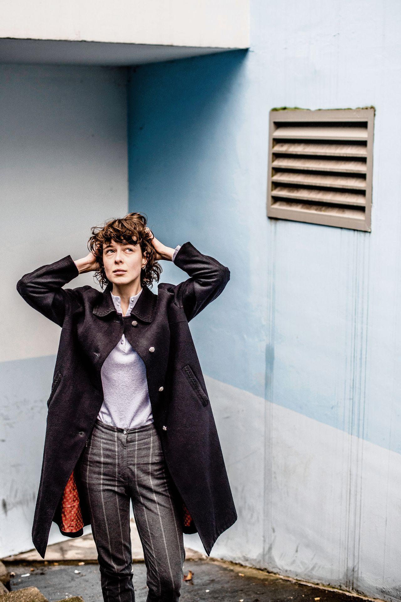 Portret van Tessa Douwstra, zangeres van de Nederlandse band Luwten