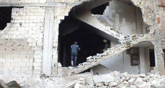 Een vernield gebouw in de Syrische stad Homs.