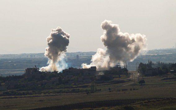 Artillerie-inslagen in het dorpje Qahtaniya. Een VN-resolutie om door het ICC in Den Haag onderzoek te laten naar mogelijke oorlogsmisdaden in Syrië is geblokkeerd.