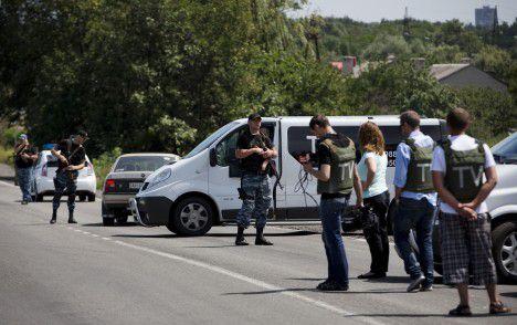De Nederlandse onderzoeksteam reist naar het MH17 rampgebied in Grabovo . Het onderzoeksteam wil proberen het gebied te bereiken samen met het OVSE en de Australische politie.
