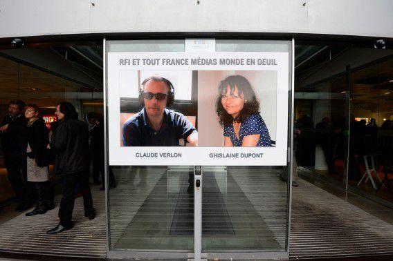 Portretfoto's van journalisten, Dupont (57) and Verlon (55) bij het hoofdkantoor van Radio France Internationale in Issy-les-Moulineaux, in de buurt van Parijs.