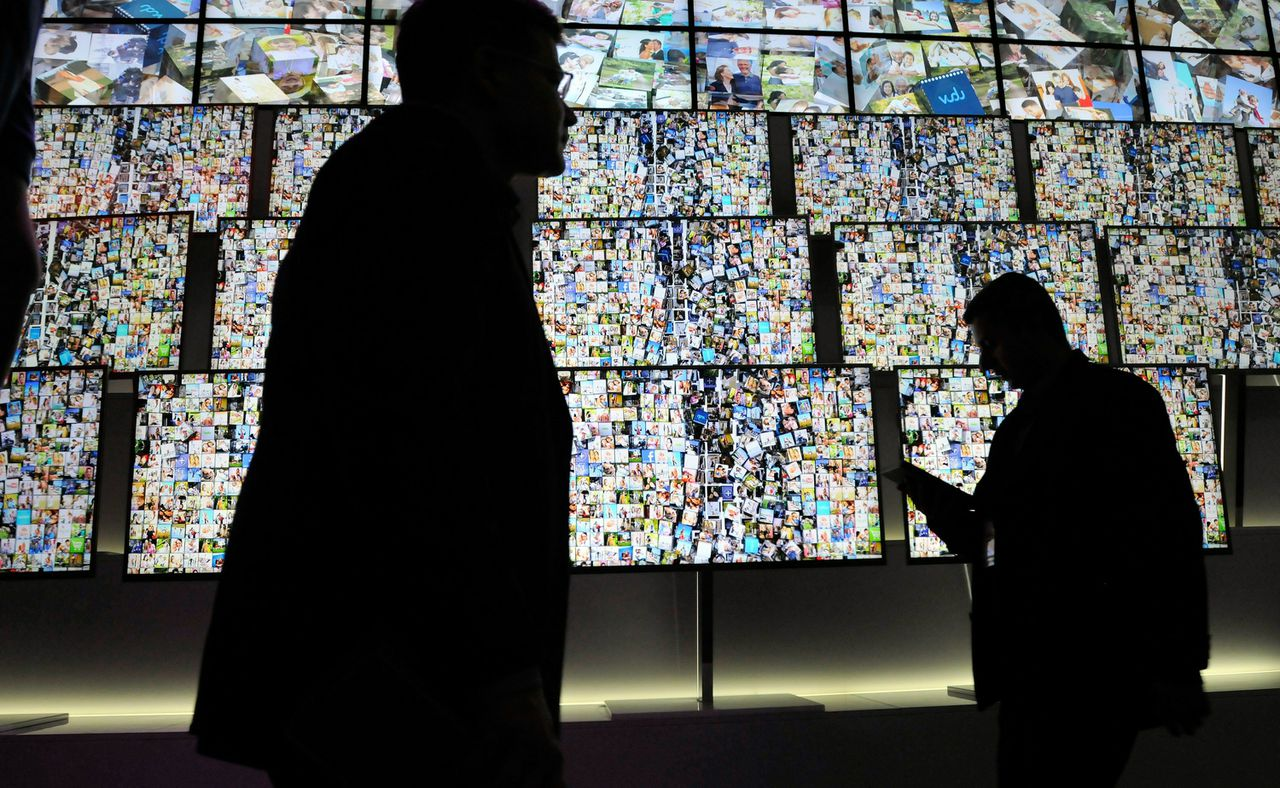 LAS VEGAS, NV - JANUARY 06: A general view of a television display at the LG booth at the 2011 International Consumer Electronics Show at the Las Vegas Hilton January 6, 2011 in Las Vegas, Nevada. CES, the world's largest annual consumer technology tradeshow, runs through January 9 and is expected to feature 2,700 exhibitors showing off their latest products and services to about 126,000 attendees. David Becker/Getty Images/AFP == FOR NEWSPAPERS, INTERNET, TELCOS & TELEVISION USE ONLY ==