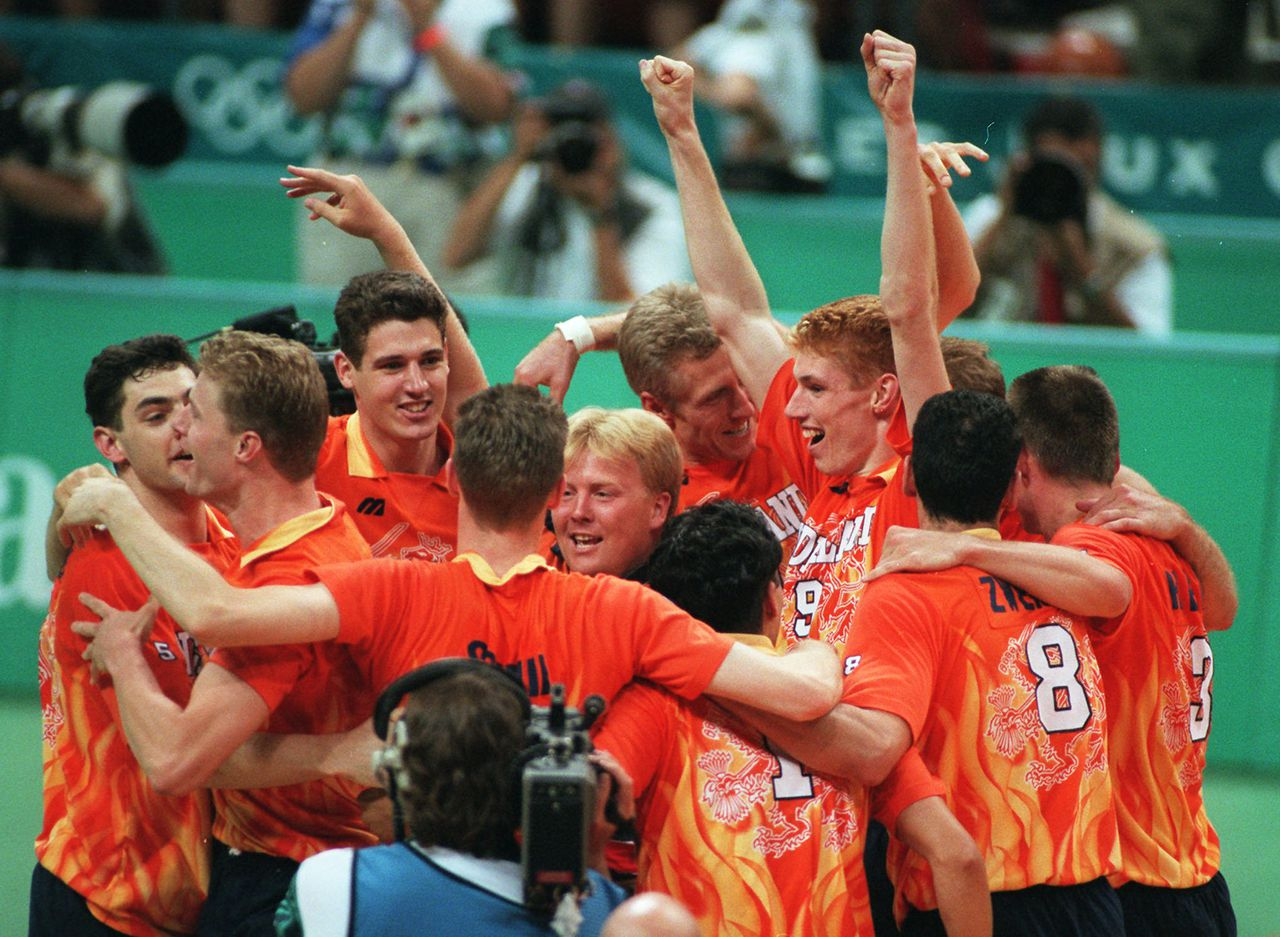 Netherland's volleyball team celebrate after defeating Italy in men's volleyball competition for the gold medal during the Centennial Summer Olympic Games in Atlanta Sunday, Aug. 4, 1996. (AP Photo/M. Acosta) ARGENTINA OUT