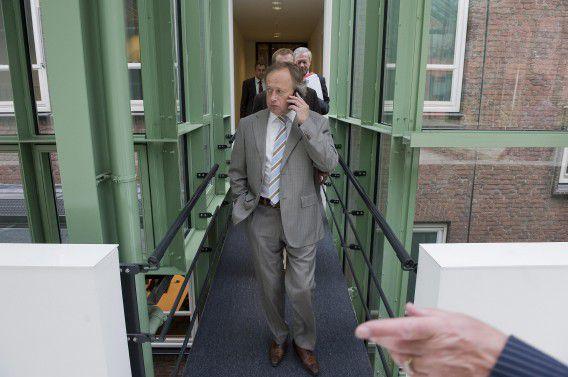 Den Haag : 30 mei 2011 Staatssecretaris Henk Bleker van Economische Zaken, Landbouw en Innovatie vlak voor de toelichting aan de pers over de stand van zaken met betrekking tot de EHEC-bacterie. foto Roel Rozenburg