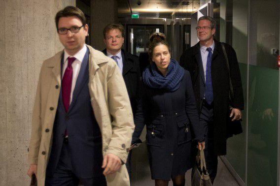 Coalitiepartijen VVD en PvdA komen vandaag weer samen met oppositiepartijen CDA, D66, GroenLinks, Christenunie en SGP op het ministerie van Financiën. Jeroen Dijsselbloem (minister van Financien) doet de onderhandelingen samen met Jetta Klijnsma (minister van Sociale Zaken). De onderhandelaars verlaten het ministerie.