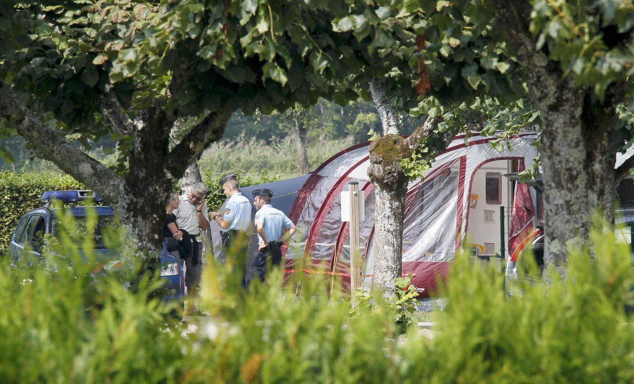 French gendarmes stand guard next to a caravan at Saint-Jorioz camping, near Annecy, southeastern France, September 6, 2012. French police have found a four-year-old girl alive inside a British-registered BMW car where they discovered three people shot dead outside the village of Chevaline on Wednesday, September 5, a public prosecutor said. A fourth body, apparently a person who had been riding a bicycle, was found nearby. A badly injured eight-year-old girl, also found nearby, was taken to hospital by helicopter. REUTERS/Robert Pratta (FRANCE - Tags: CRIME LAW)