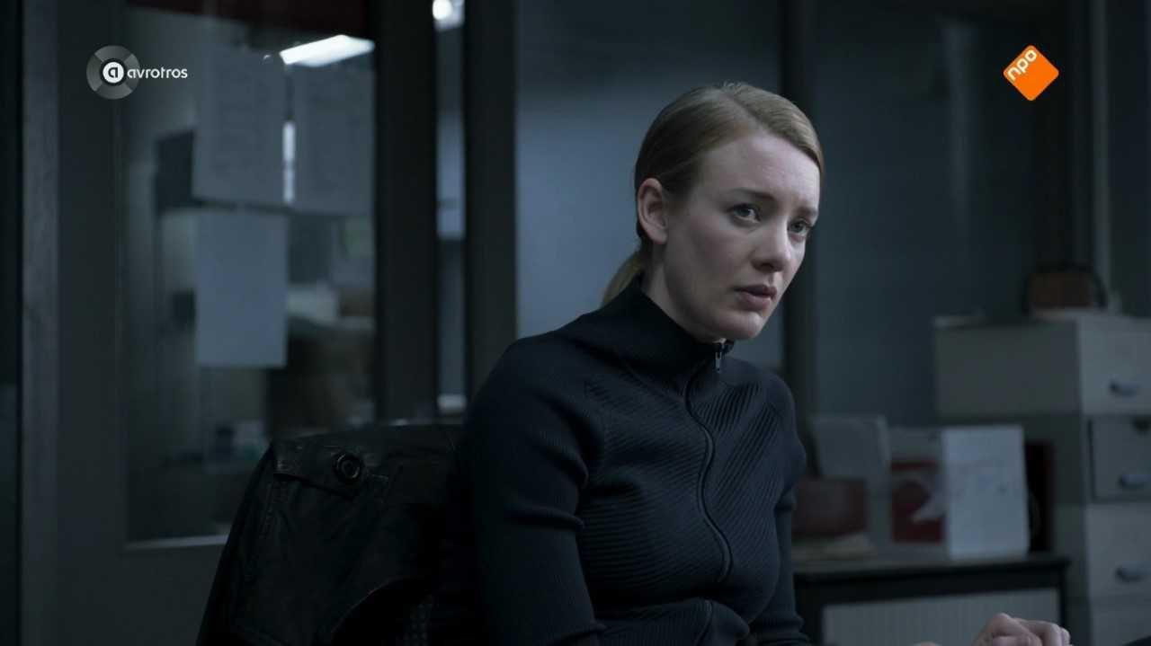 Noortje Herlaar als agente Lois Elzinga in Lois (AVROTROS)