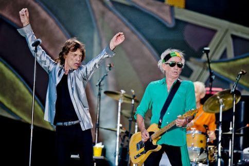 Mick Jagger en Keith Richards tijdens het concert van The Rolling Stones op de eerste dag van het Pinkpopfestival in Landgraaf.