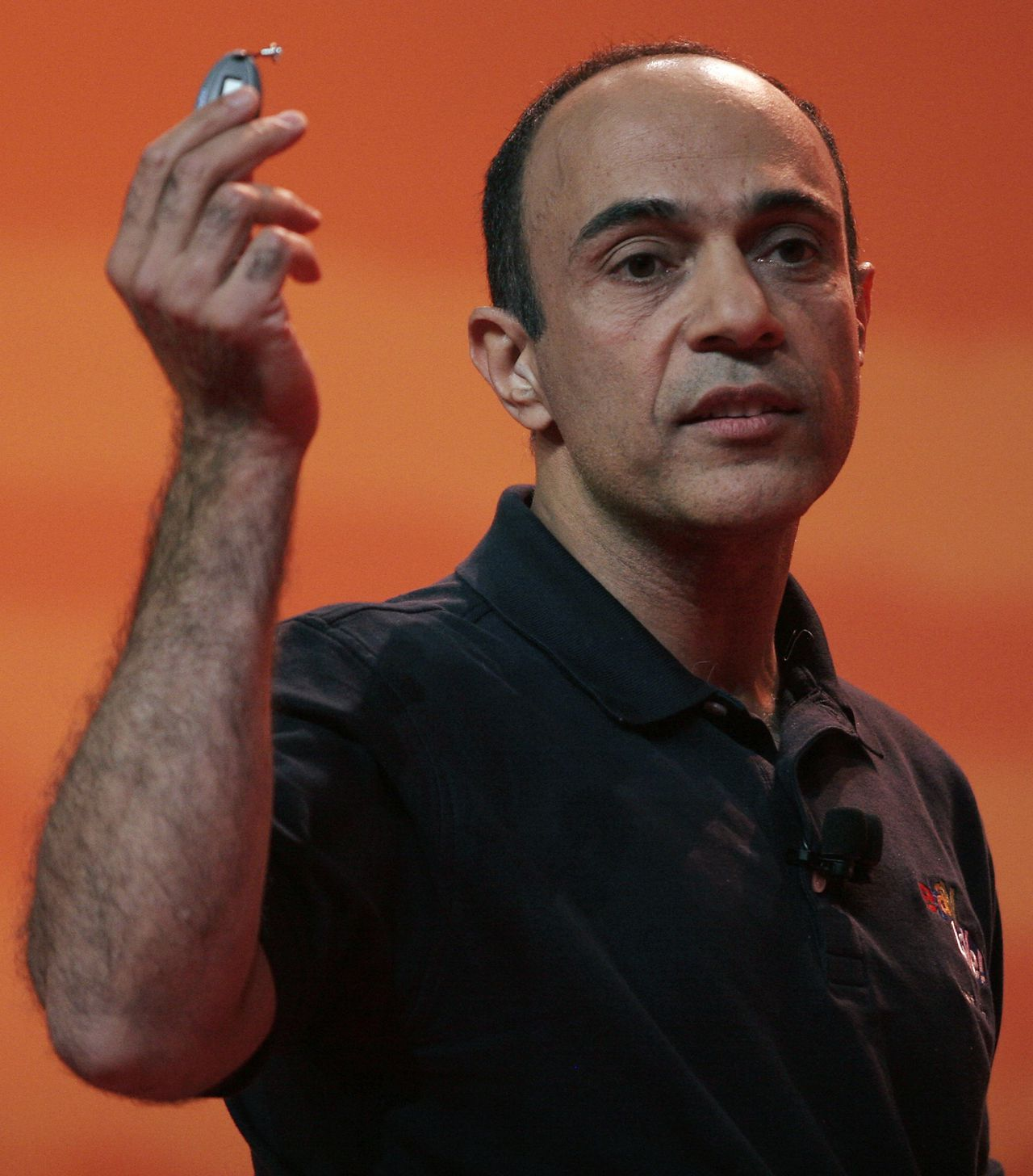 Rajiv Dutta Foto Reuters President of PayPal Rajiv Dutta shows a device that will help prevent fraud, during the eBay Live! convention in Boston June 14, 2007. REUTERS/Katie McMahon (UNITED STATES)