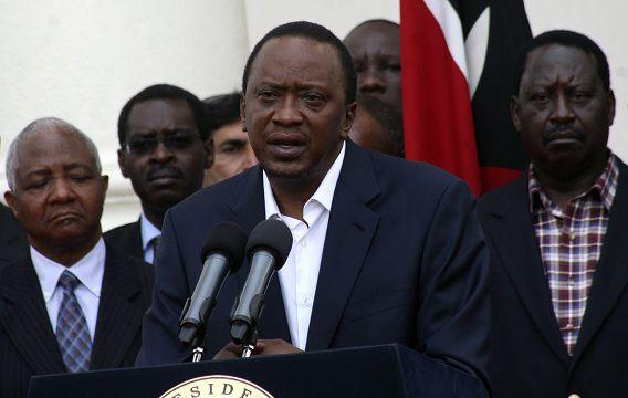 De Keniaanse president Uhuru Kenyatta spreekt het volk toe, een dag nadat Al Shabaab een winkelcentrum in Nairobi aanviel.
