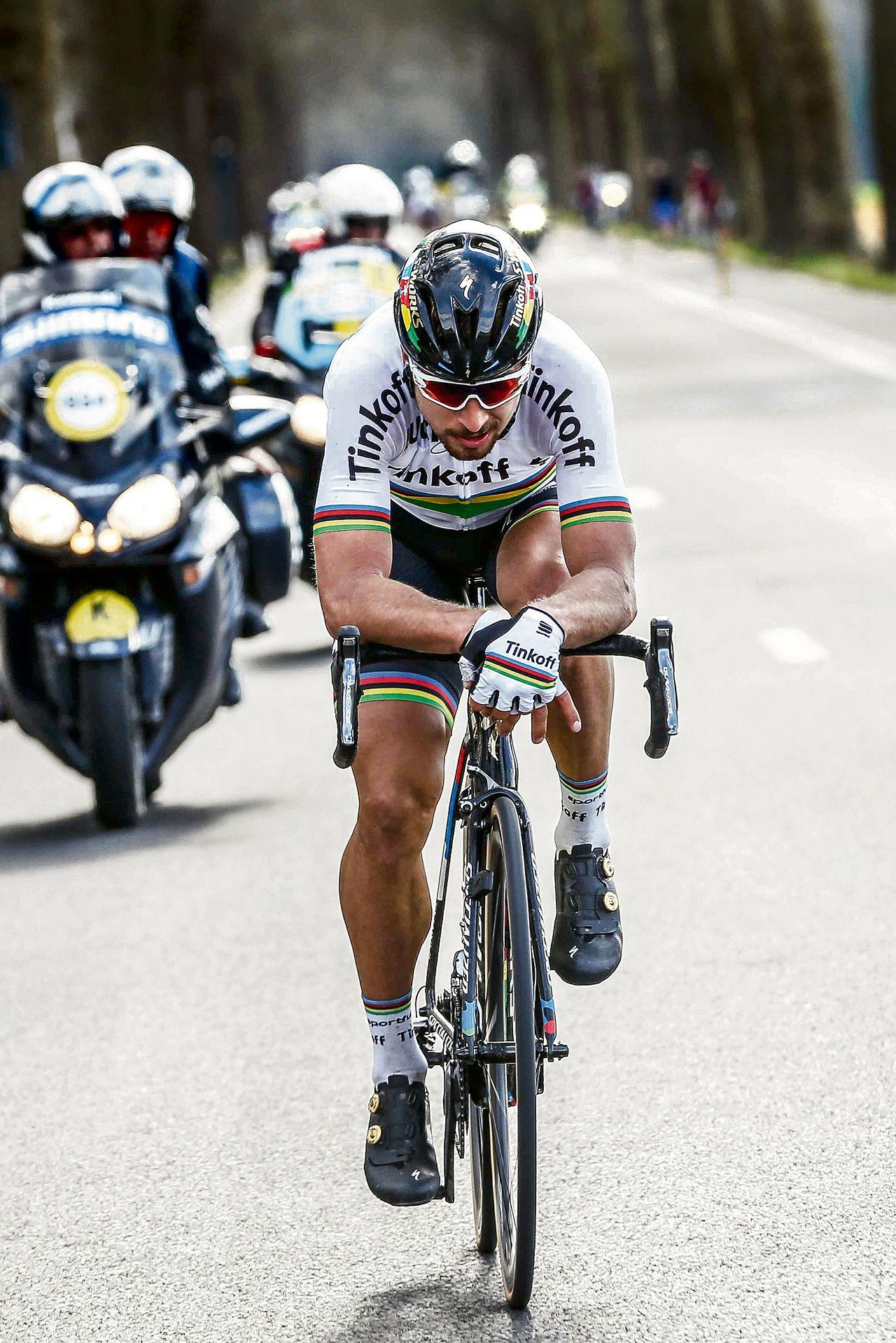 Peter Sagan soleert naar de overwinning in de honderdste Ronde van Vlaanderen. Foto BAS CZERWINSKI/ANP