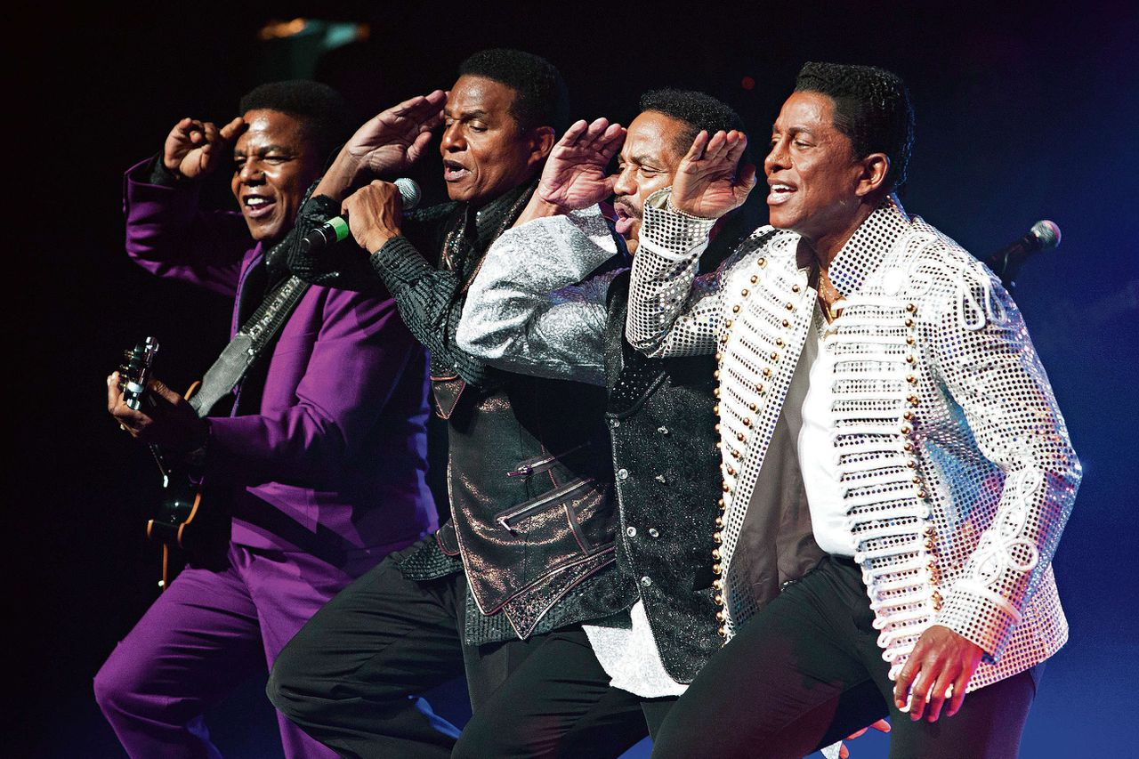 The Jacksons (Tito, Jackie, Marlon en Jermaine) tijdens een optreden in hun Unity tour in het Apollo Theater in New York, op 28 juni 2012.