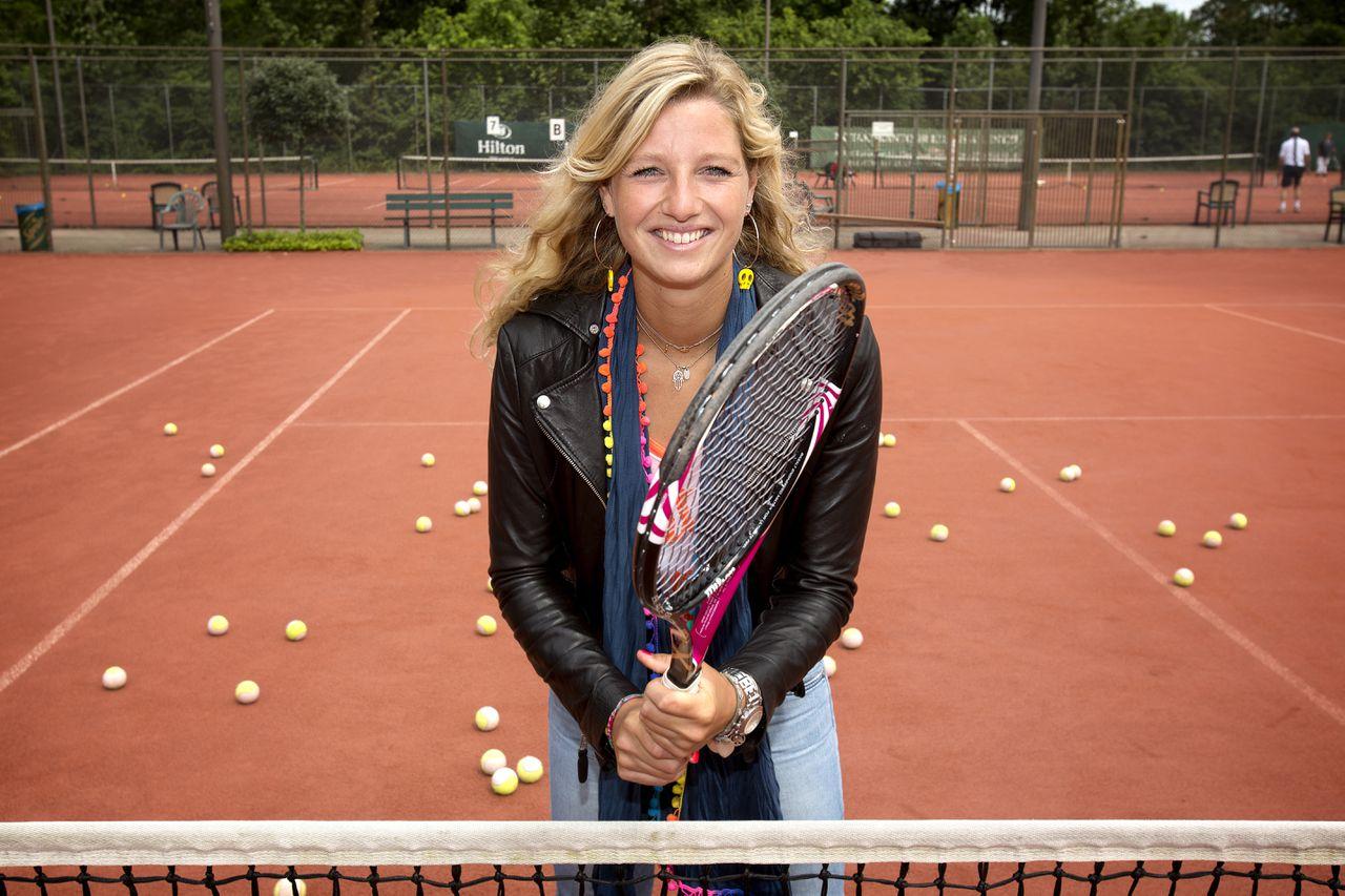 Den Haag 25-6-2012 Voor de rubriek achterblijvers. Kim Rus (24), zus van bekende tennister Arantxa Rus (21). Gefotografeert op de tennisclub Thor de Bataaf waar zij ook tennisles geeft. Ze tennist al vanaf dat ze 4 jaar oud is. Foto Floren van Olden