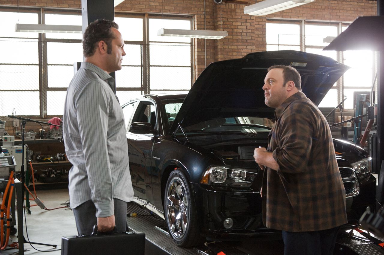 """Scene uit de film The Dilemma (2010) Foto: Universal Pictures (L to R) Ronny (VINCE VAUGHN) and Nick (KEVIN JAMES) in a comedy about a man who finds out that what you don't say to a friend is just as important as what you do--""""The Dilemma""""."""