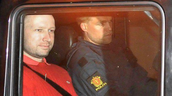 Anders Behring Breivik verlaat de rechtbank in Oslo, juli 2011.