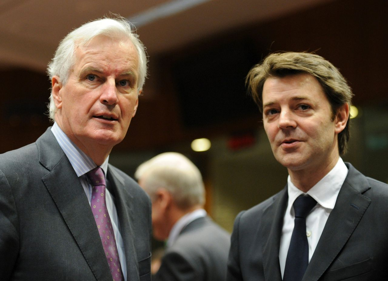 EU internal market and services commissioner Michel Barnier (L) speaks with French Finance Minister Francois Baroin on November 30, 2011 before an Economy and Finance Council meeting at EU headquarters in Brussels. European finance ministers renewed pressure on November 30 on the ECB to stop the euro debt rot from bringing down the global financial order. AFP PHOTO / JOHN THYS