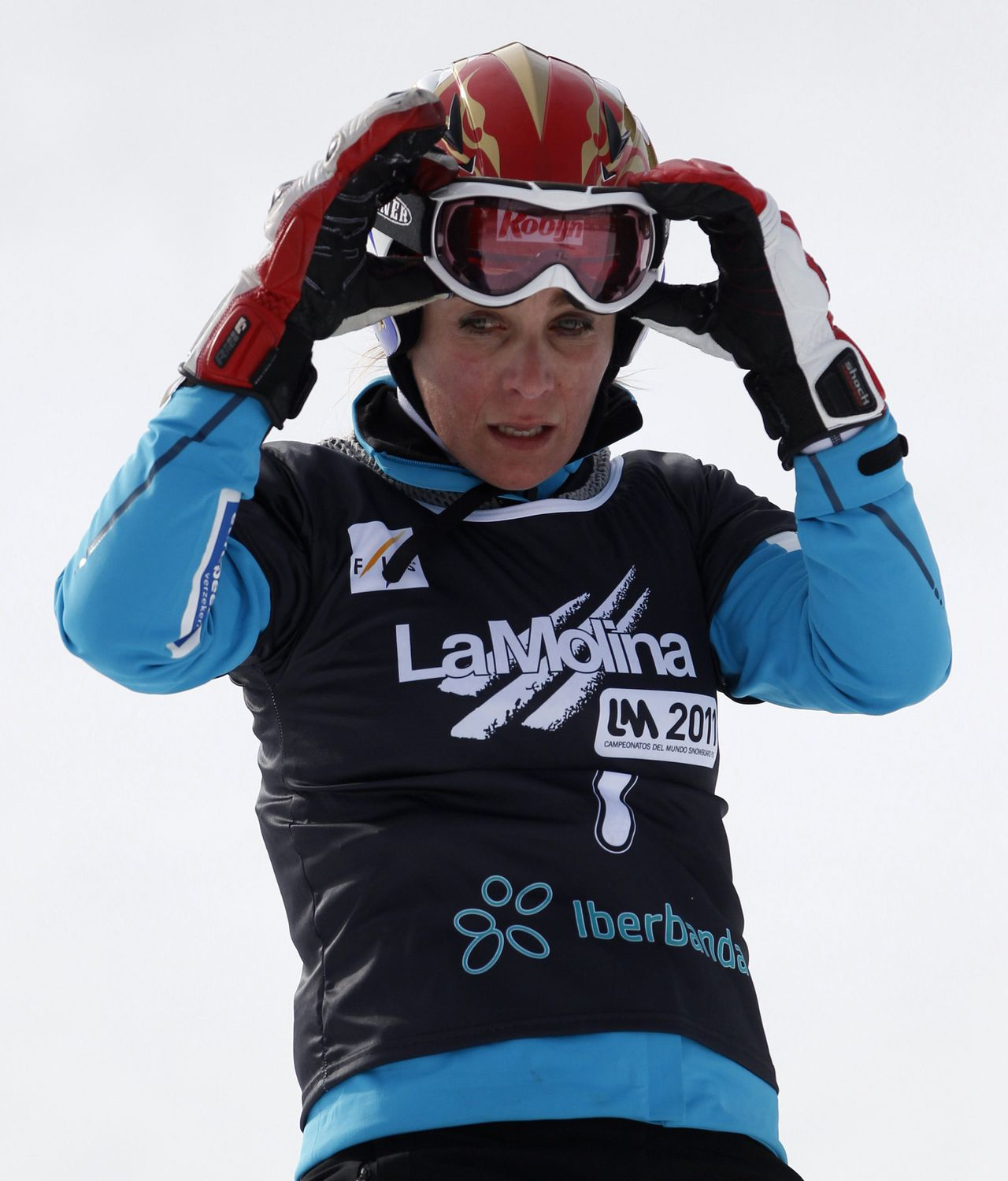 Nicolien Sauerbreij na haar uitschakeling op de WK. Foto Reuters Netherlands' Olympic Champion Nicolien Sauerbreij reacts after losing in the heats of the women's Snowboard Parallel Giant Slalom at the FIS Snowboard World Championships in La Molina January 19, 2011. The championships take place in Barcelona and La Molina from January 15 to 22. REUTERS/Susana Vera (SPAIN - Tags: SPORT SNOWBOARDING)