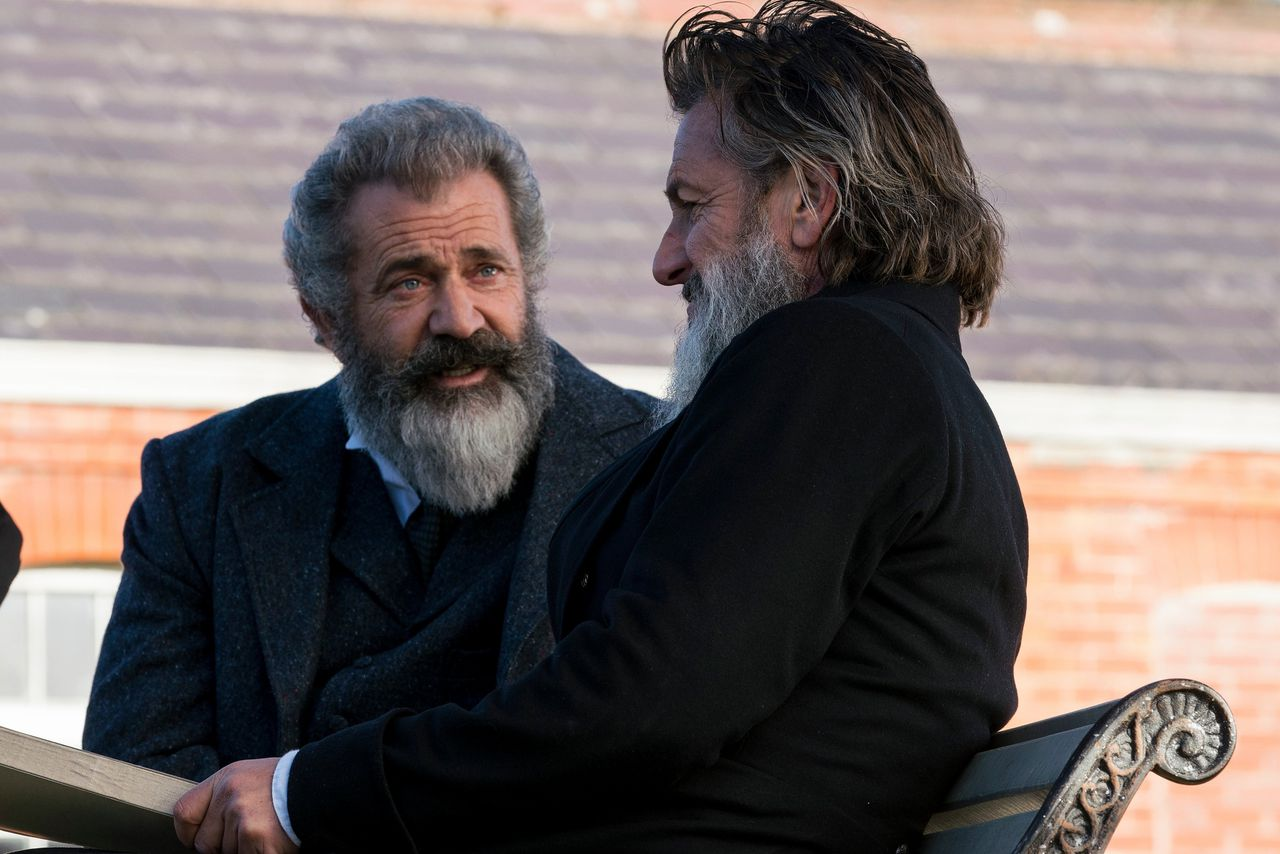 Mel Gibson (links) en Sean Penn als James Murray en William Minor in 'The Professor and the Madman'.