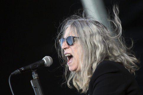 De Amerikaanse 'Godmother of Punk' Patti Smith tijdens een optreden afgelopen mei op het Primavera Sound festival in Porto, Portugal.