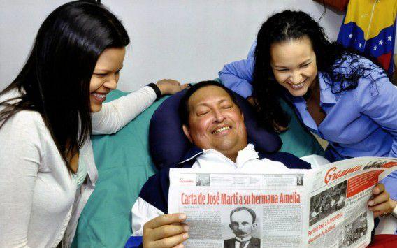 Een foto's van Chávez met zijn dochters in het ziekenhuis, gepubliceerd in februari.