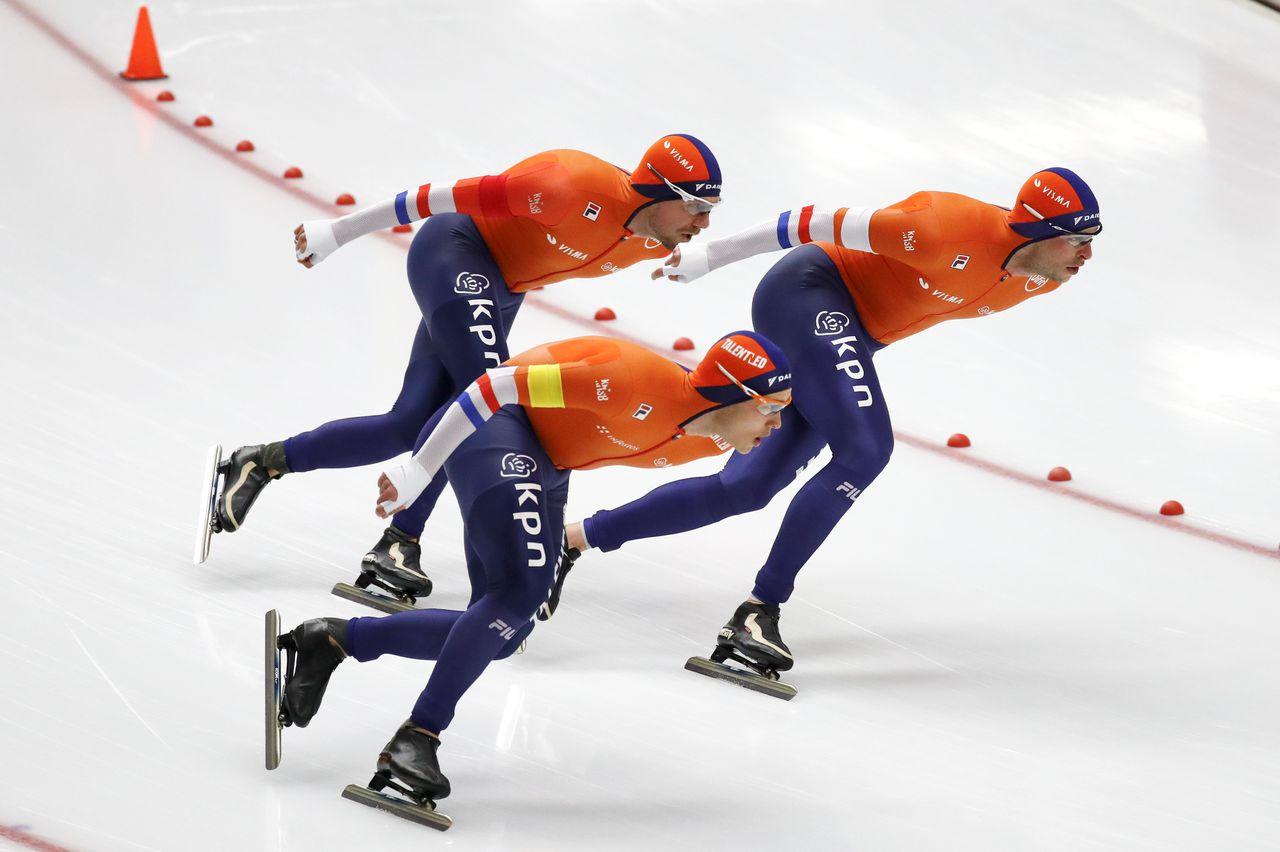 De Nederlandse mannen tijdens hun gouden race op de ploegachtervolging.