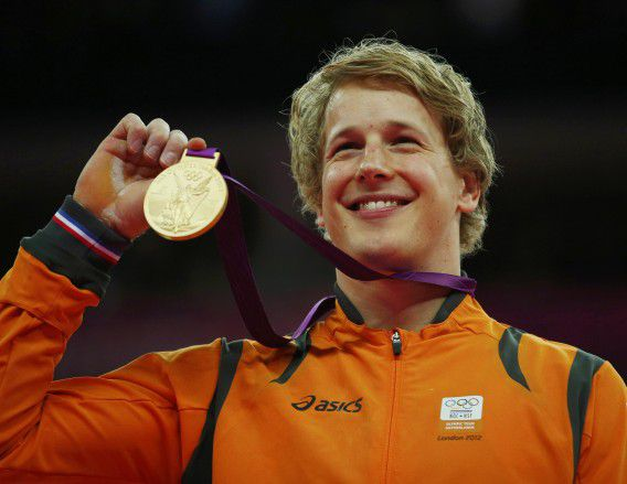 Netherlands' Epke Zonderland celebrates winning a gold medal in the men's gymnastics horizontal bar victory ceremony in the North Greenwich Arena during the London 2012 Olympic Games August 7, 2012. REUTERS/Brian Snyder (BRITAIN - Tags: SPORT GYMNASTICS OLYMPICS)