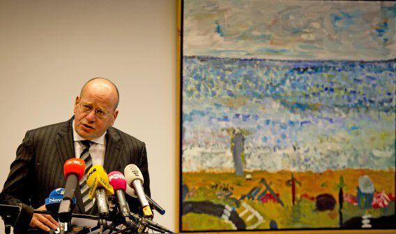 Staatssecretaris van Veiligheid en Justitie Fred Teeven in oktober tijdens een persconferentie over Volkert van der G., toen hij nog besloot hem geen proefverlof te verlenen.