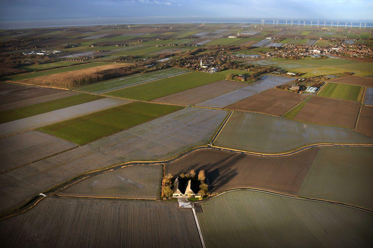 Een luchtfoto van Eemshaven.