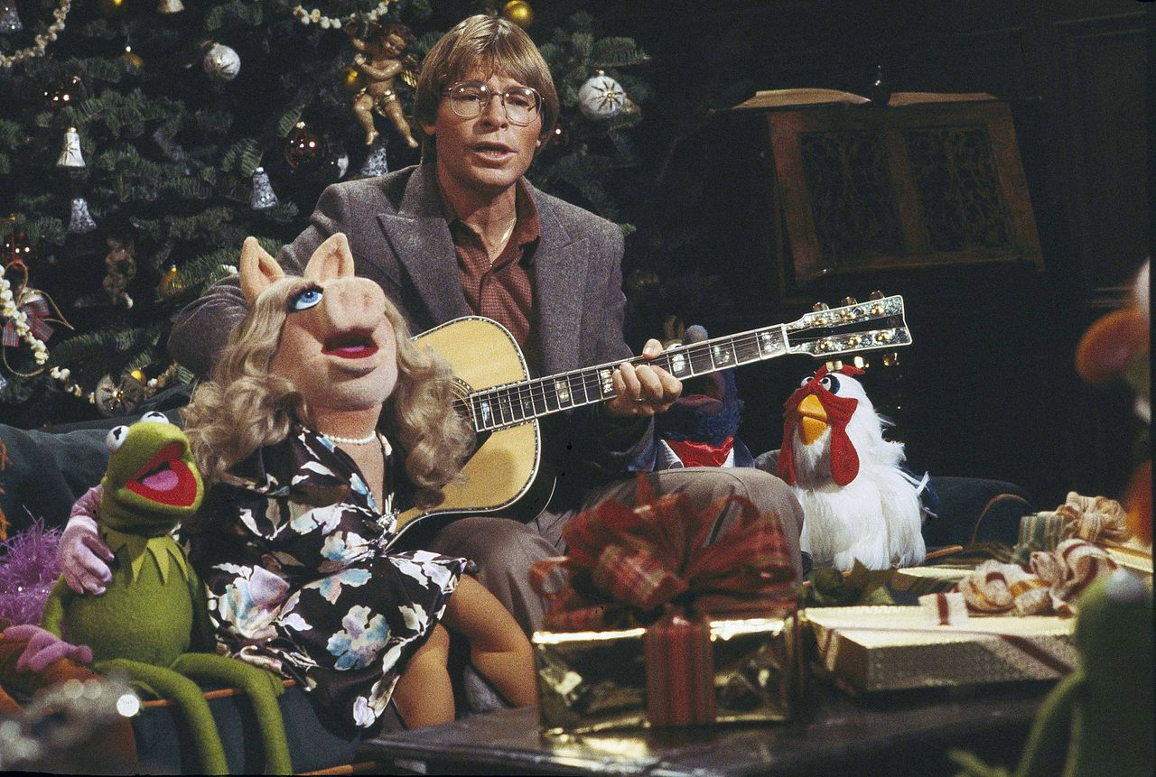 "Singer John Denver, with children, aged 6-10, at a taping session Nov. 15, 1979 for his upcoming holiday television special, ""John Denver and the Muppets, A Christmas Together."" The show will be broadcast on ABC-TV, Dec. 5, 1979, 8-9 pm. Denver told the yuletide story of ""Silent Night"" to his small guests, and they are joined by Kermit the Frog, Miss Piggy, Fozzie Bear, and all the famed Jim Henson Muppets in sing the the traditional carol. (AP Photo)"