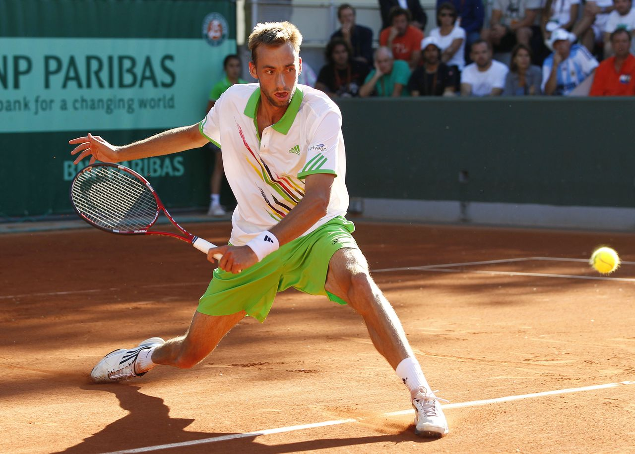 Netherland's Thomas Schoorel hits a return to Argentina's Maximo Gonzalez during their Men's first round match in the French Open tennis championship at the Roland Garros stadium, on May 23, 2011, in Paris. AFP PHOTO / THOMAS COEX