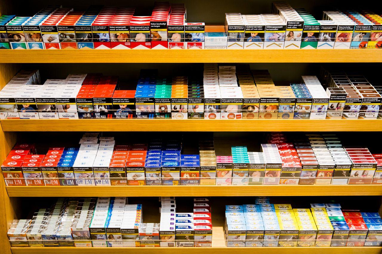 Sigarettenpakjes in een winkel in Den Haag. Bart Maat/ANP