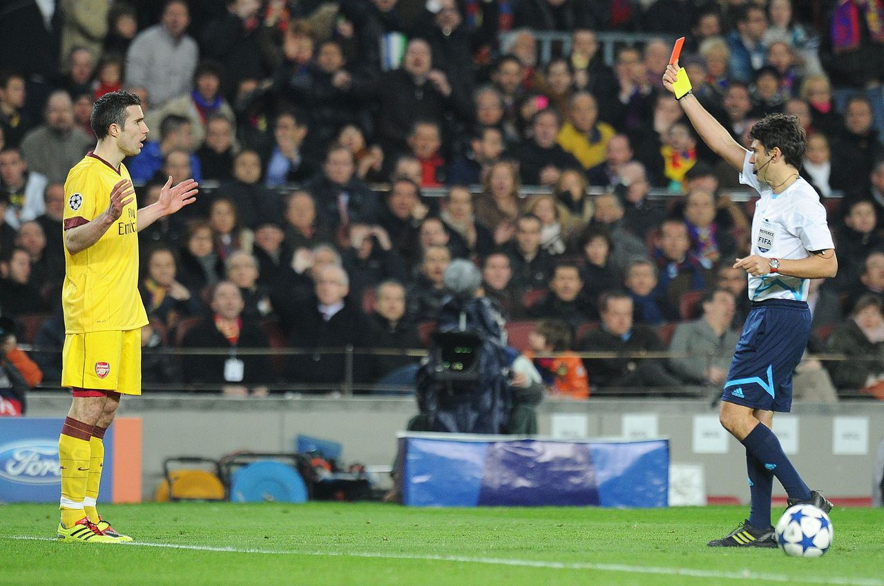 Arsenal's Robin Van Persie (L) reacts after referee Massimo Busacca (R) gave him a red card during the second leg of their Champions League Round 8 match against Barcelona at the Nou Camp football stadium on March 8, 2011. AFP PHOTO/Carl de Souza
