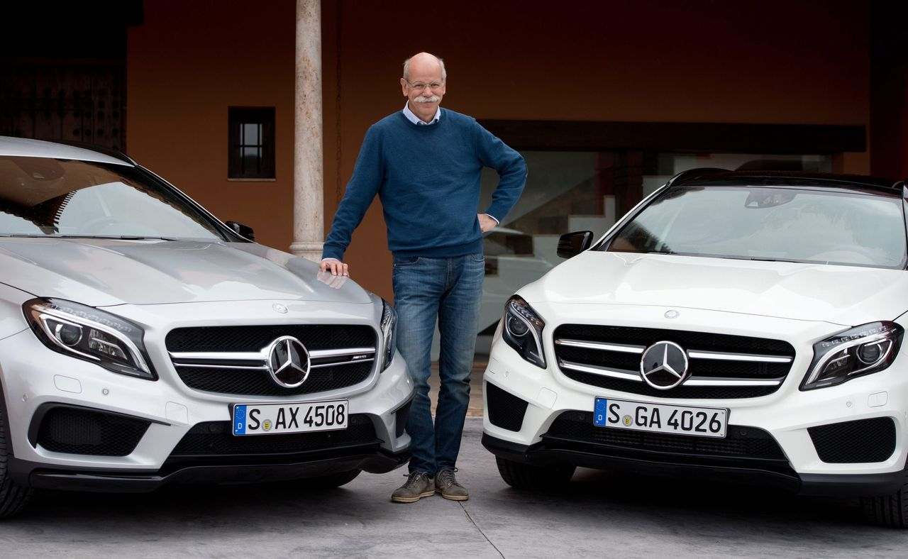 epa04070418 Daimler CEO Dieter Zetsche poses with two Mercedes GLA class models during the presentation of the new class models in Granada, Spain, 11 February 2014. Models of the new GLA class are to go on sale in March. EPA/SEBASTIAN KAHNERT