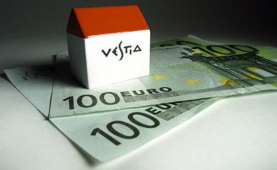 Vestia, 's lands grootste woningcorporatie met 89.000 woningen, kwam eind 2011 in zware financiële problemen vanwege rentecontracten die het afsloot met banken.