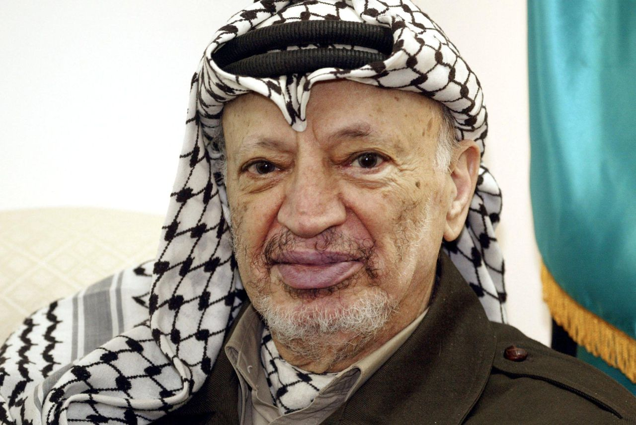 TCX03 - 20011206 - RAMALLAH, WEST BANK, - : Palestinian Authority President Yasser Arafat poses in his office during a meeting with US peace envoy Anthony Zinni 06 December 2001 in Ramallah. Israeli officials said that the Palestinian leader©s crackdown on Islamic militants was insufficient, as Arafat©s police scrambled to arrest as many radicals as possible in the 24-hour grace period alloted by the Jewish state. EPA PHOTO AFPI/THOMAS COEX/tc/rc-ms