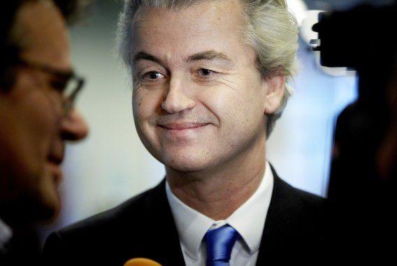 De uitspraak van het hoogste rechtscollege is een opsteker voor het Openbaar Ministerie dat een dezer dagen een definitief besluit neemt over het voor de strafrechter dagen van PVV-leider Geert Wilders wegens het beledigen van mensen op grond van hun ras en het aanzetten tot discriminatie en haat.