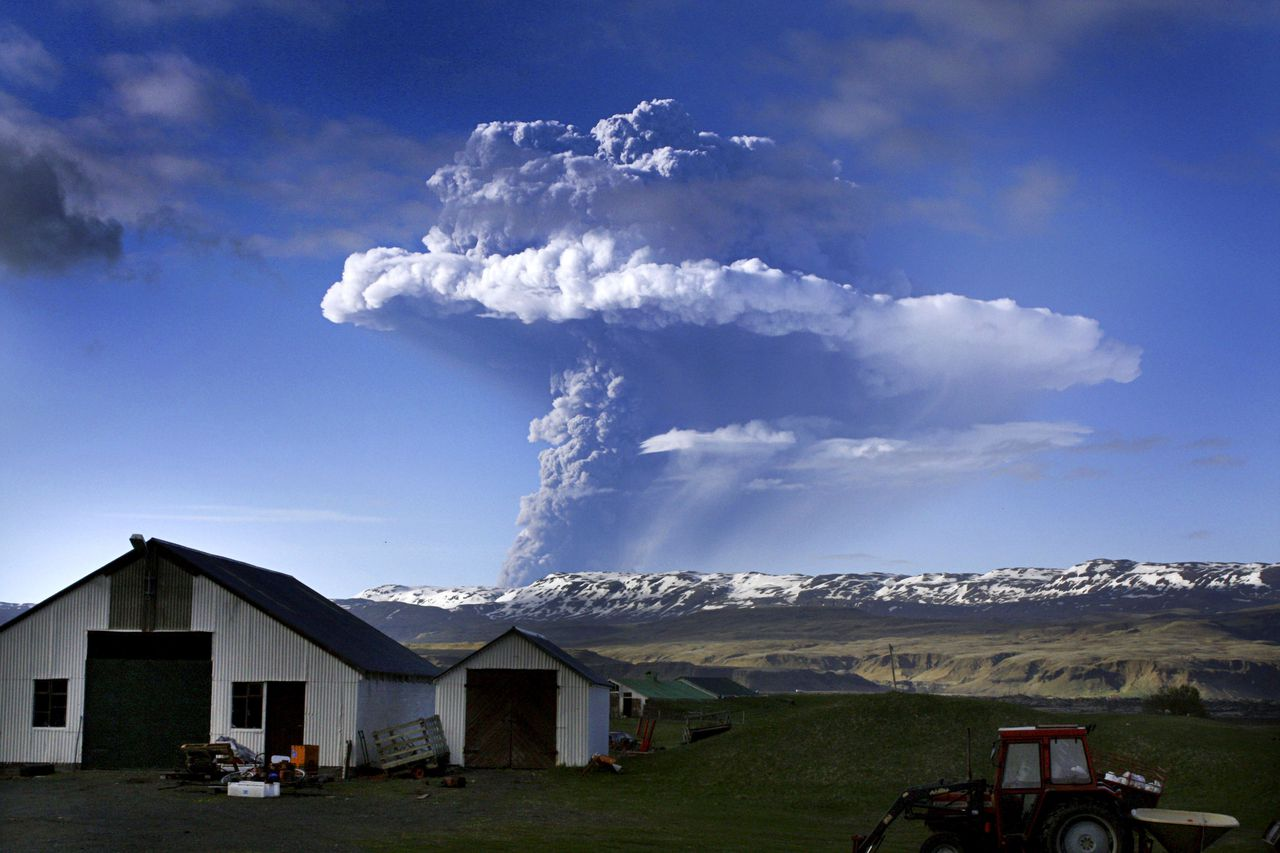 "A cloud of smoke and ash is seen over the Grimsvoetn volcano on Iceland on May 21, 2011. The cloud rising up from Grimsvoetn as a result of the eruption was seen first time around 1900 GMT and in less than an hour it had reached an altitude of 11 kilometres (6.8 miles),"" according to the Icellandic meterological institute. AFP PHOTO"