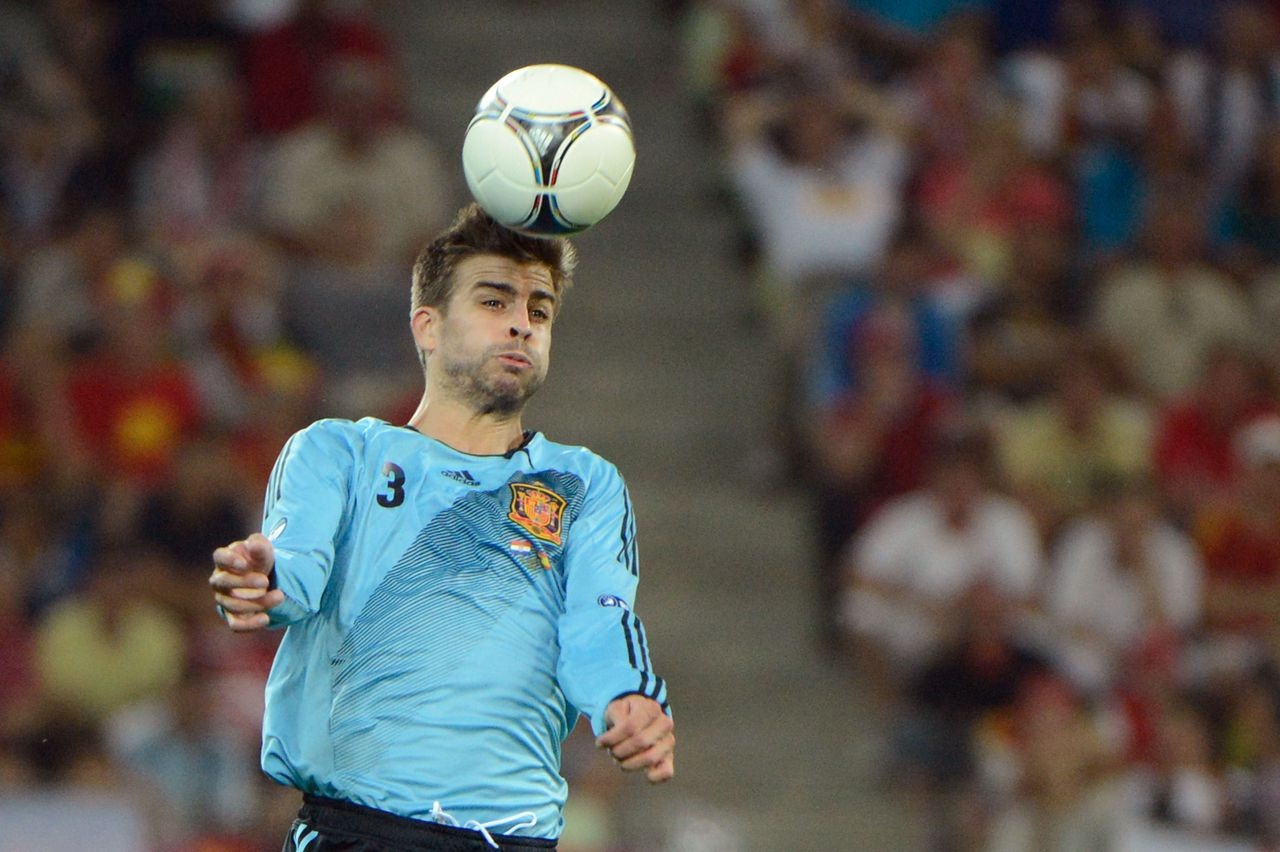 Spanish defender Gerard Pique heads the ball during the Euro 2012 football championships match Croatia vs Spain on June 18, 2012 at the Gdansk Arena. AFPPHOTO/ PIERRE-PHILIPPE MARCOU