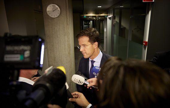 Premier Rutte staat de pers te woord na urenlange gesprekken met de oppositie vannacht.