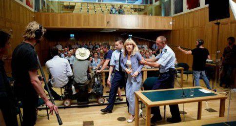 Actrice Ariane Schluter in de rol van Lucia tijdens de opnames van de film Lucia de B. in het Gerechtshof.