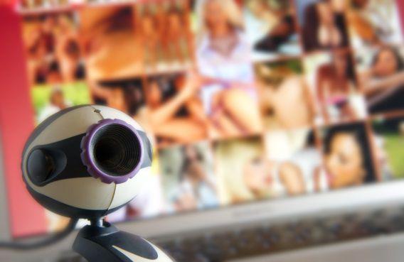 In dit nieuwe rapport keek de Nationaal Rapporteur Mensenhandel en Seksueel Geweld tegen Kinderen naar fysieke vormen van seksueel geweld zoals aanranding en verkrachting, maar ook naar vormen waarbij er geen fysiek contact plaatsvindt zoals misbruik via de webcam of het bezit van kinderporno.