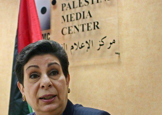 Hanan Ashrawi tijdens een persconferentie in 2005.