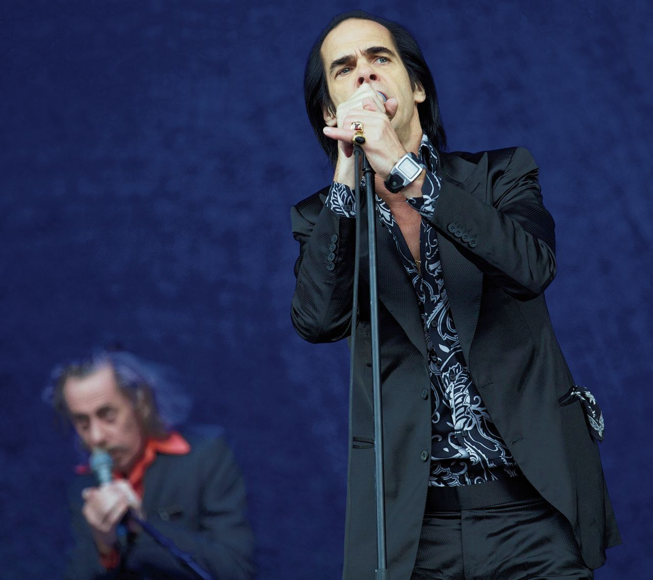 (FILES) This file photo taken on June 30, 2013 shows Australian musician Nick Cave performing with the band Nick Cave and the Bad Seeds on the Pyramid Stage during the Glastonbury Festival of Contemporary Performing Arts near Glastonbury, southwest England. About 6000 people on October 3, 2017 attended the Paris concert of Nick Cave and his band, who are currently touring Europe. / AFP PHOTO / ANDREW COWIE